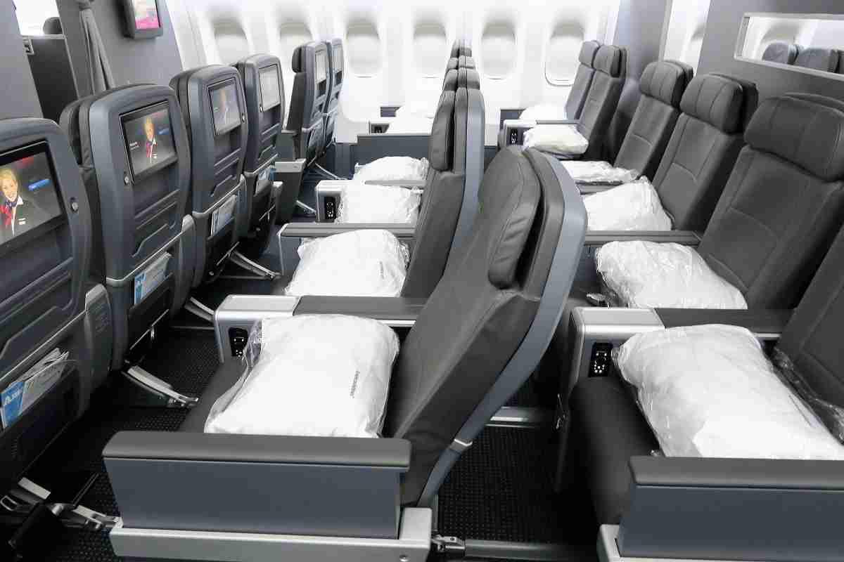 AA 772 premium economy recline