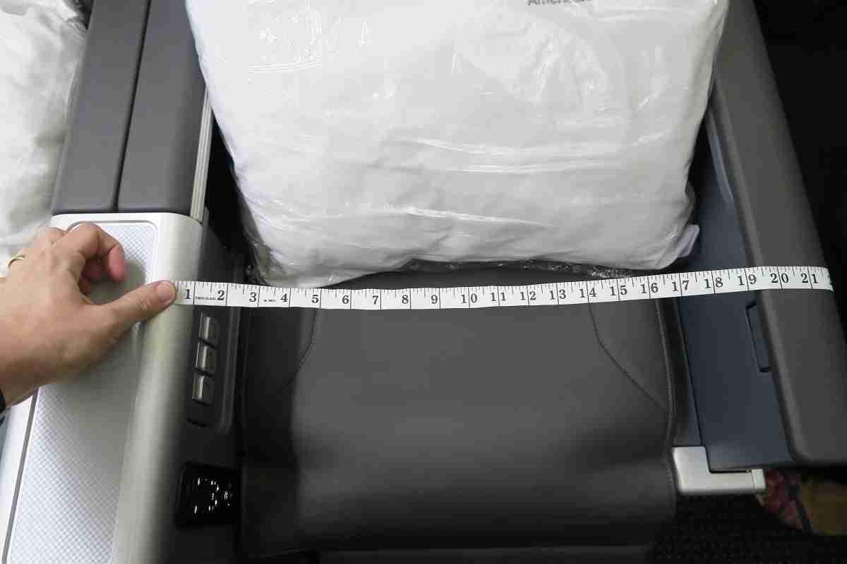 AA 772 premium economy seat measuring