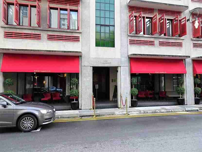 The front view of the hotel, which the driver found despite his initial doubts.