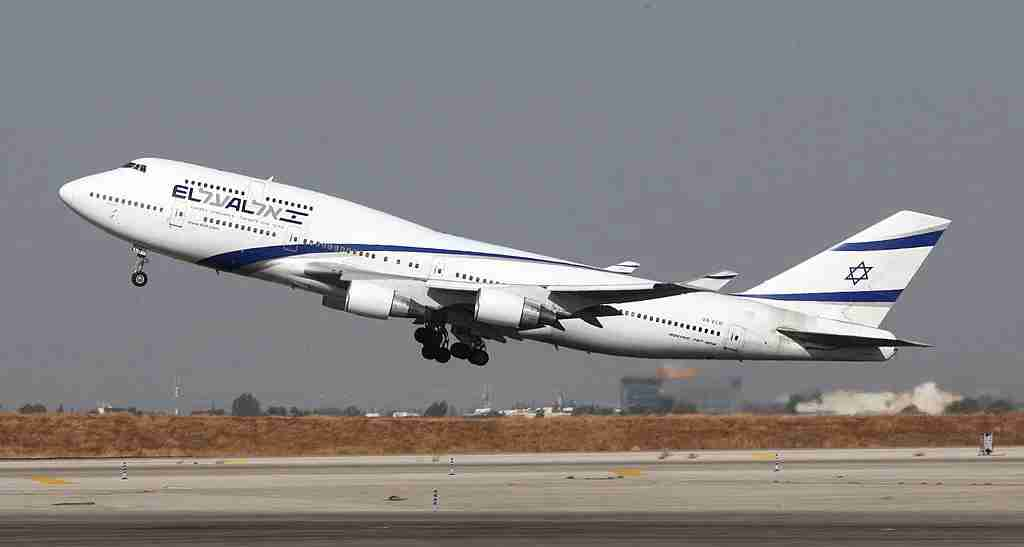 A Boeing 777-200 from Israeli airliner EL-AL takes off from Ben Gurion International airport on October 28, 2009. AFP PHOTO / JACK GUEZ (Photo credit should read JACK GUEZ/AFP/Getty Images)