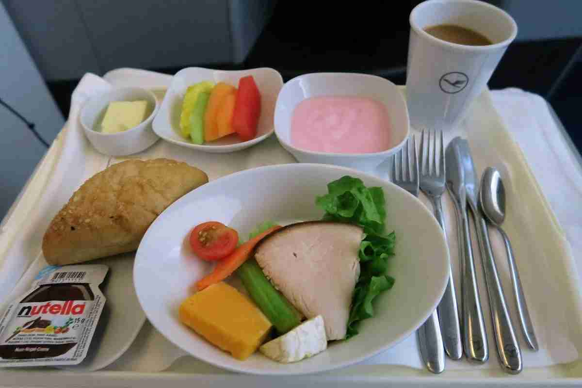 Lufthansa 747-8 748 business class IAD-FRA breakfast