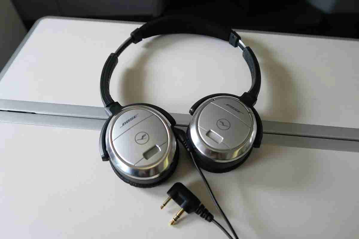 Lufthansa 747-8 748 business class headphones