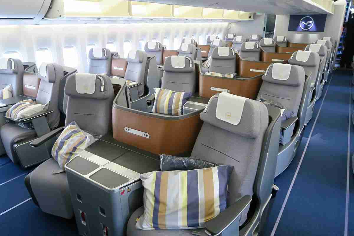 Lufthansa 747-8 748 main deck business class cabin