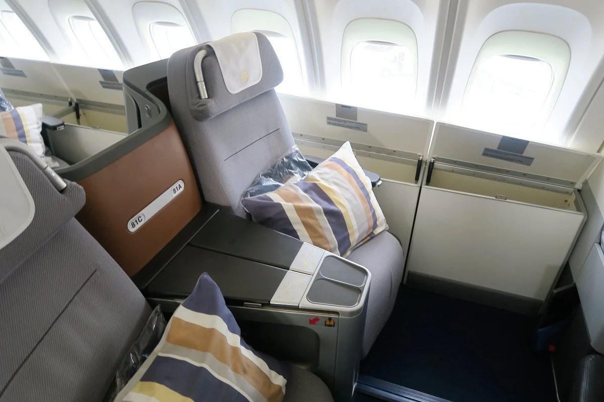 flight review lufthansa 747 8 business dc to frankfurt. Black Bedroom Furniture Sets. Home Design Ideas