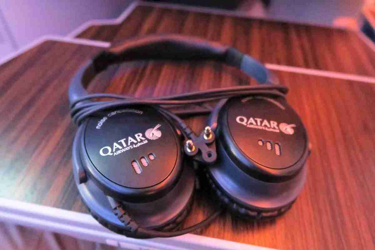 Qatar A350 business class headphones