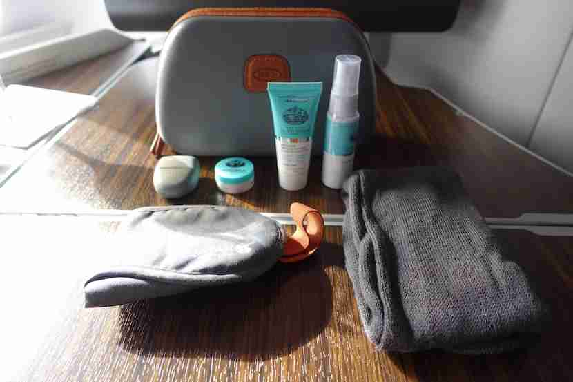 Qatar A380 amenity kit 2