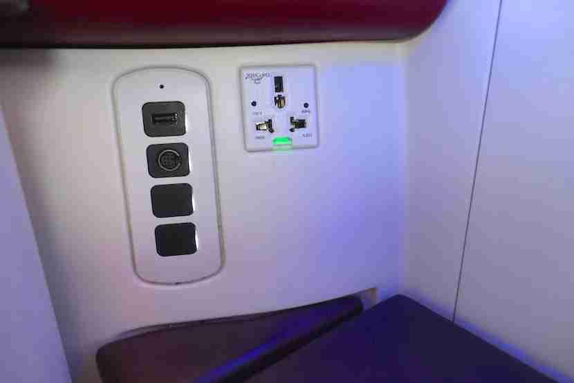 Qatar A380 plugs