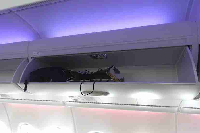 Qatar side overhead bins