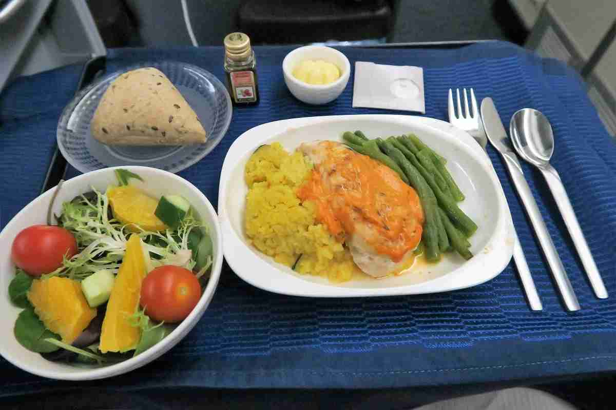 United 777 Polaris Business FRA-IAD lunch