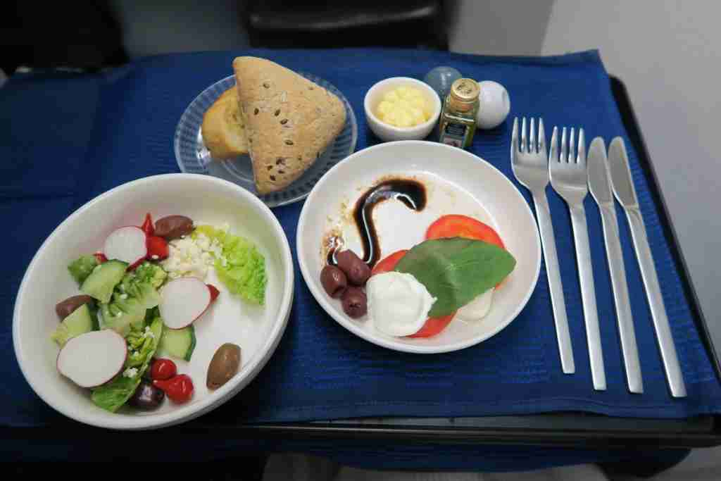United 777 Polaris Business FRA-IAD salad