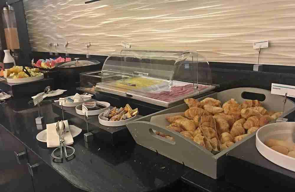 Breakfast spread in the club lounge.