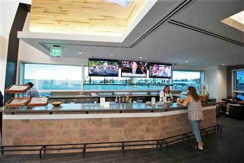 IMG Alaska Airlines Lounge Seattle bar