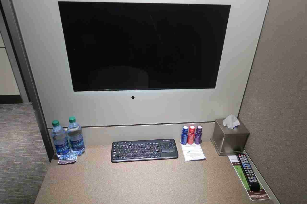 Minute Suites ATL desk with screen and keyboard