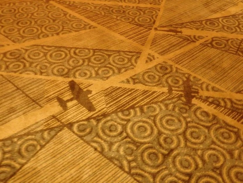 Even the carpeting is aviation-themed.