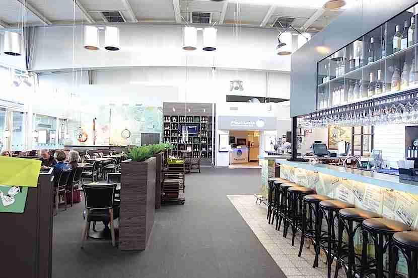 ARN restaurant lounge