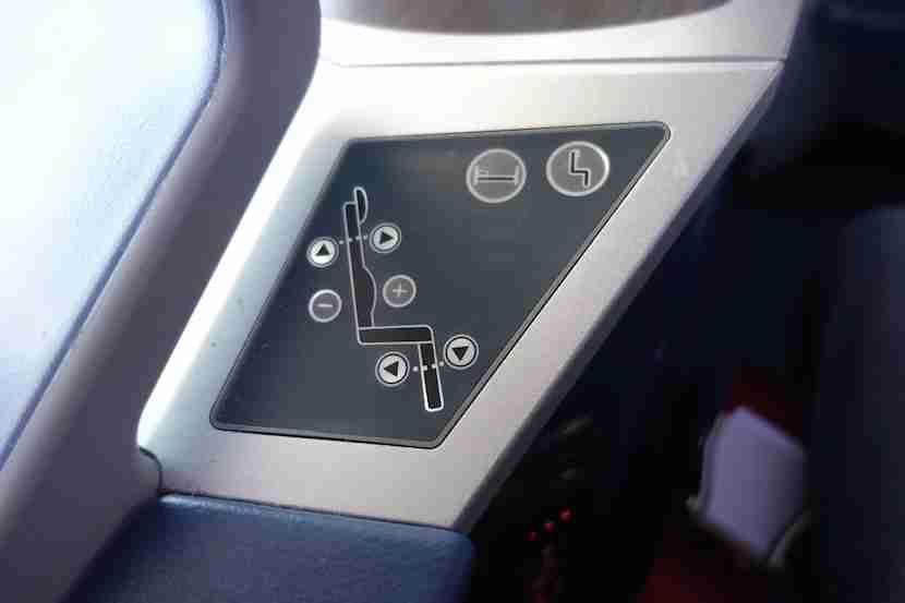 Delta 757 seat controls