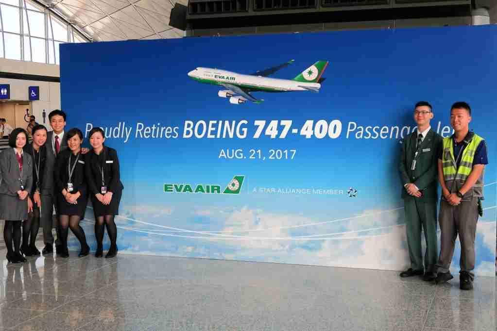 EVA Air final 747 banner crew