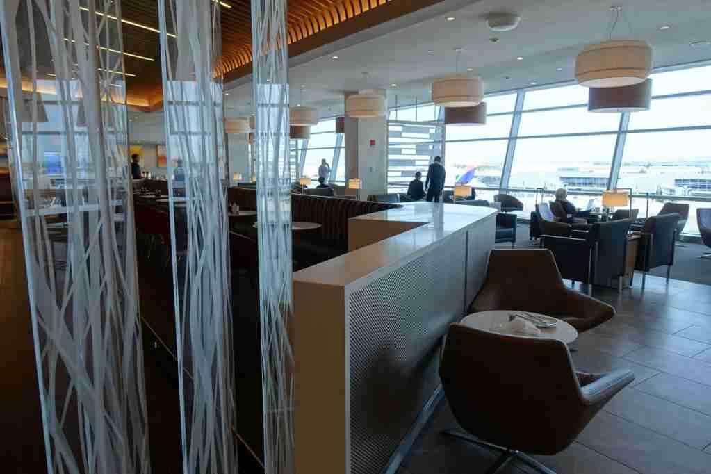 IMG-aa-biz-flagship-lounge-jfk-2
