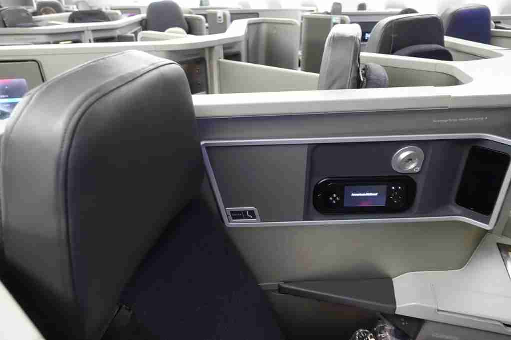 IMG-aa-biz-forward-reverse-seats-2