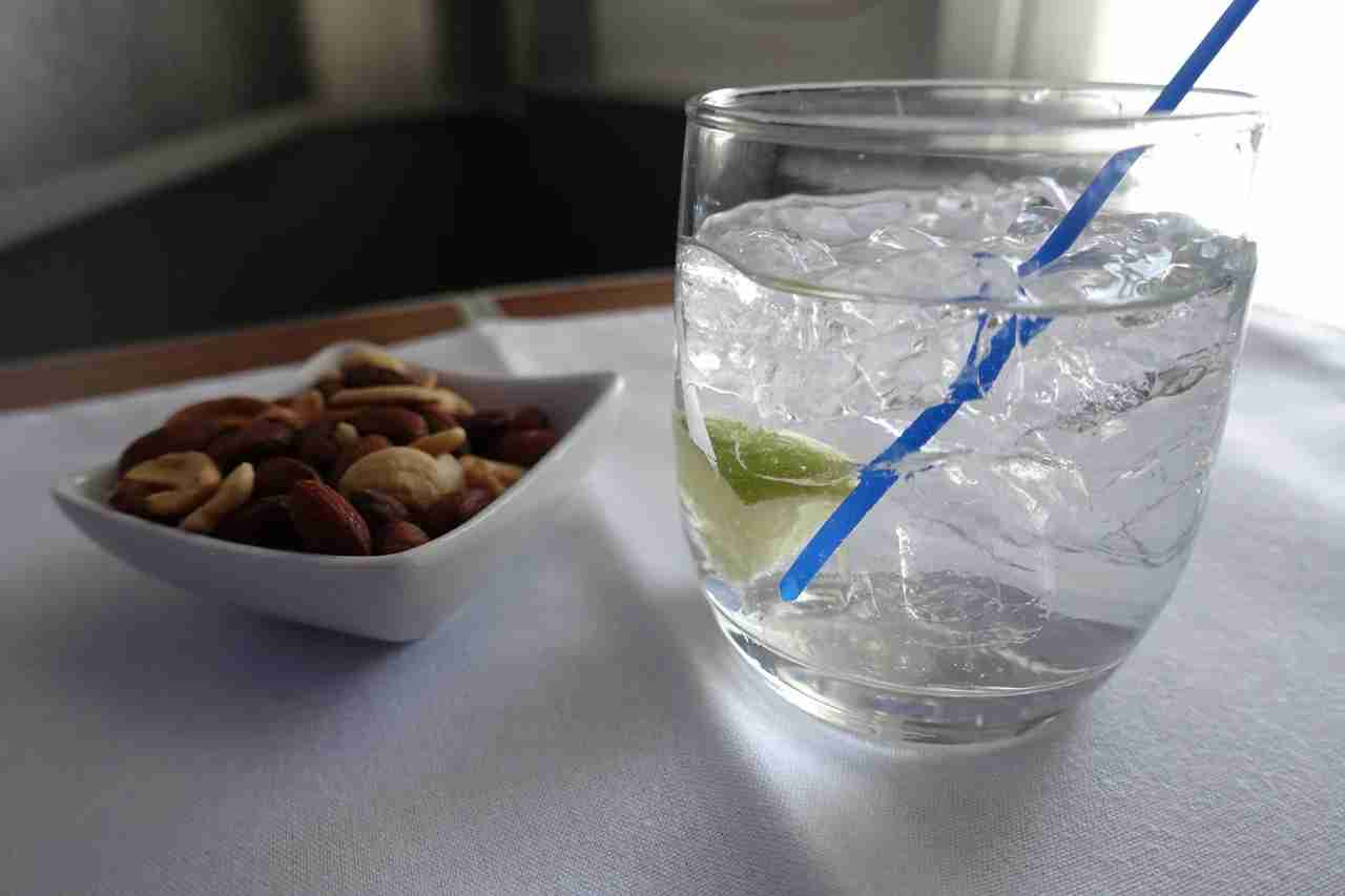 IMG-aa-biz-gin-and-tonic