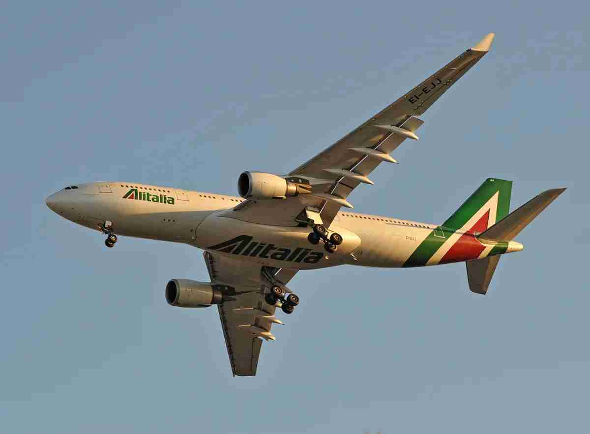 An Alitalia Airbus A330-200 landing at New York JFK in April 2014. Image by Alberto Riva / The Points Guy