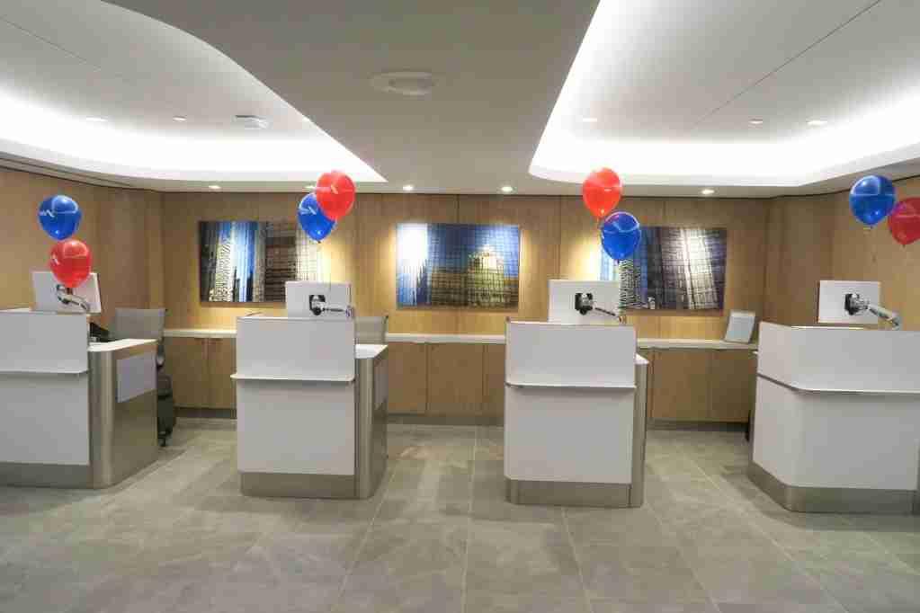 AA ORD Flagship Lounge - agent kiosks
