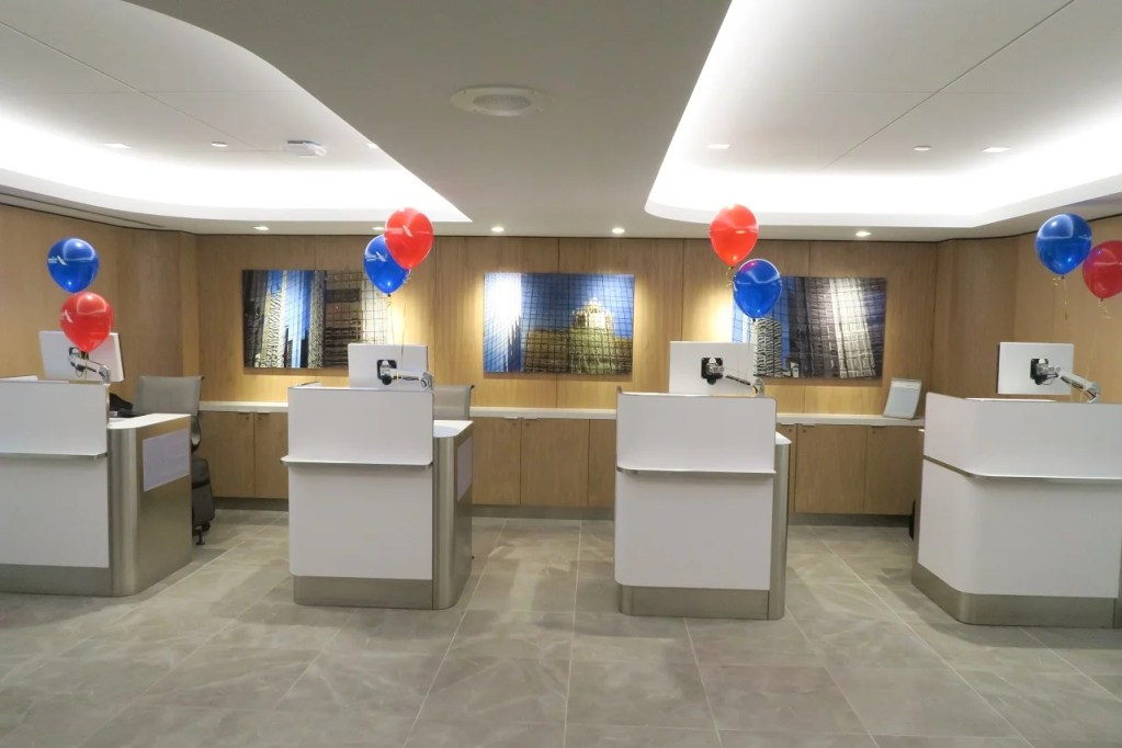 inside american airlines new ord flagship lounge