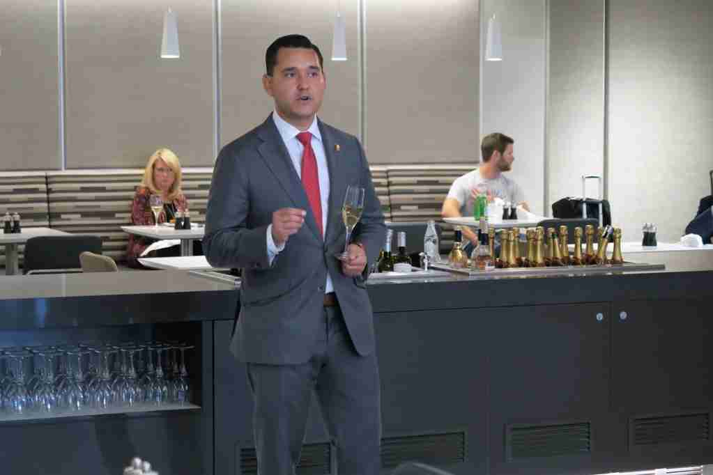 AA ORD Flagship Lounge - sommelier