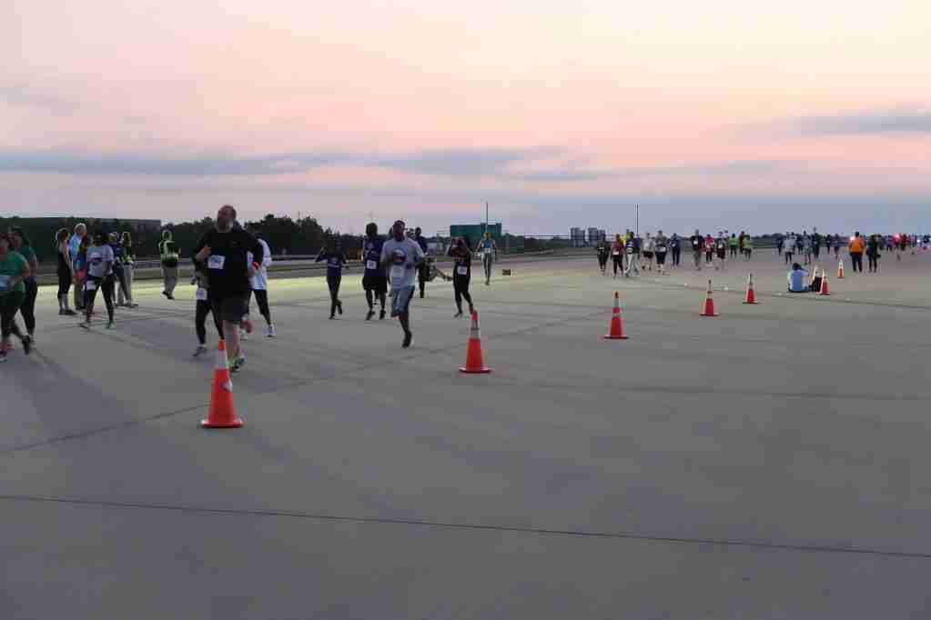 ATL 5K on the Runway home stretch