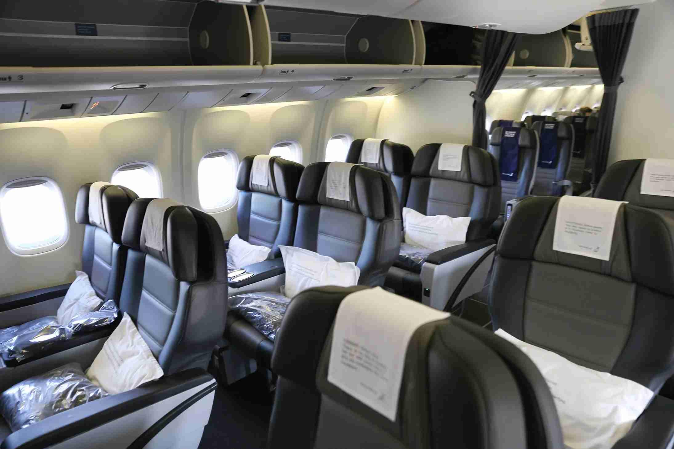 Icelandair-business-class-cabin
