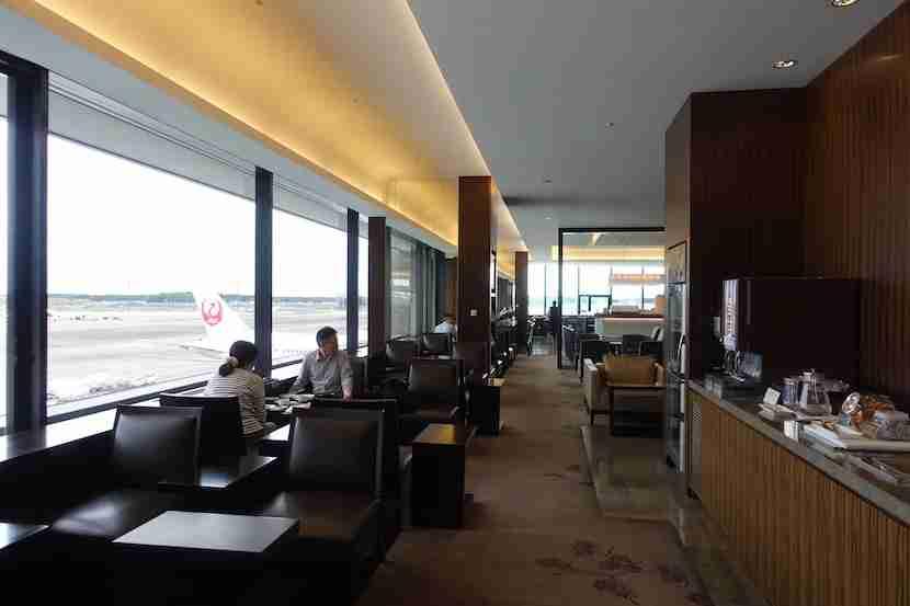 JAL Lounge seating 8