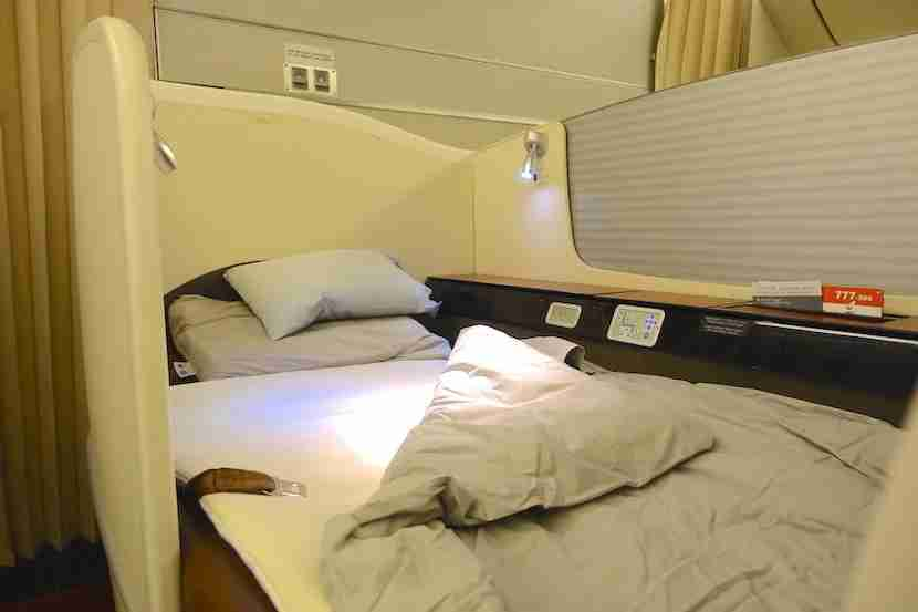 JAL first class bed eye level