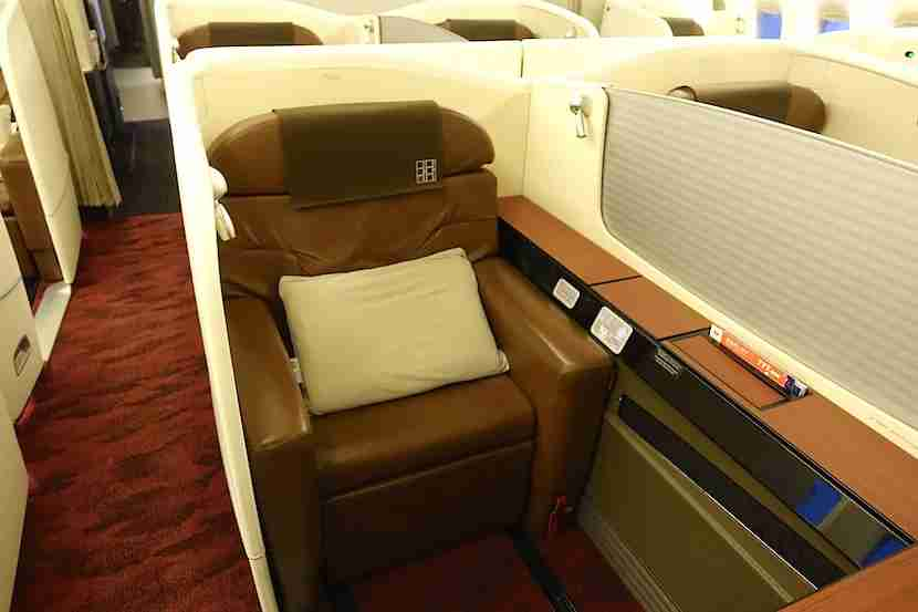 JAL first class middle seat