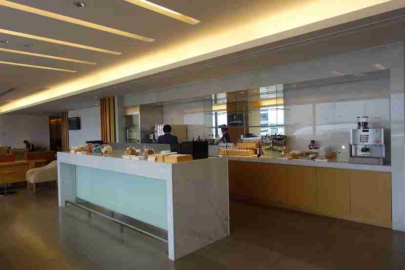 JAL lounge sakura bar