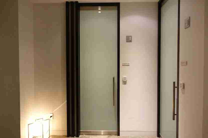 JAL shower doors