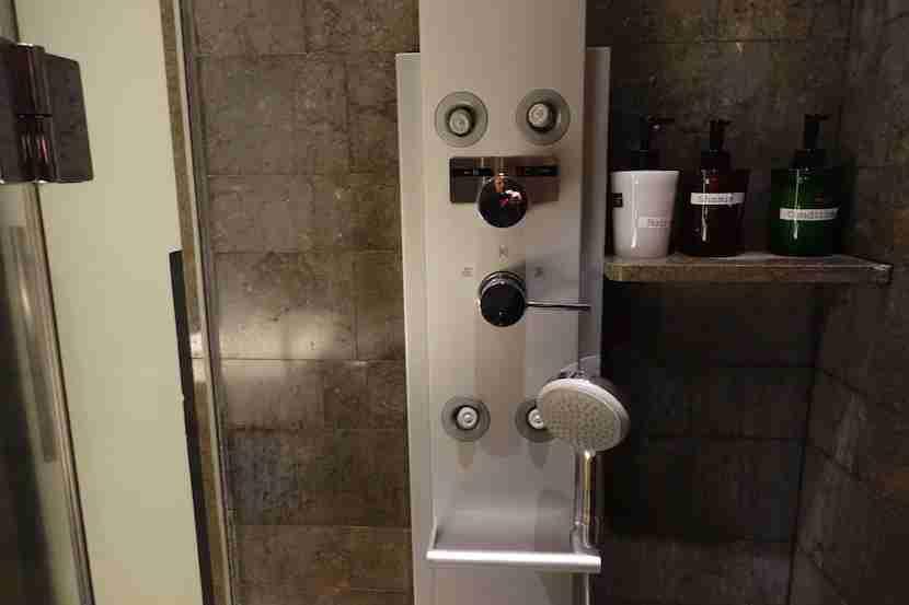 JAL shower