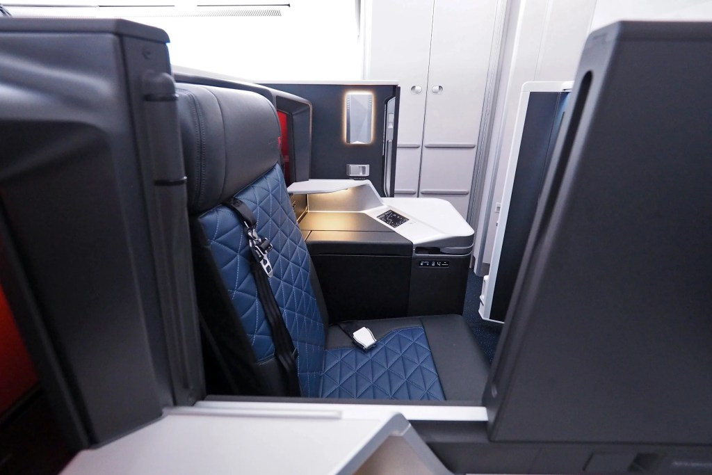 11 Pros And Cons Delta One Suite On The Airbus A350