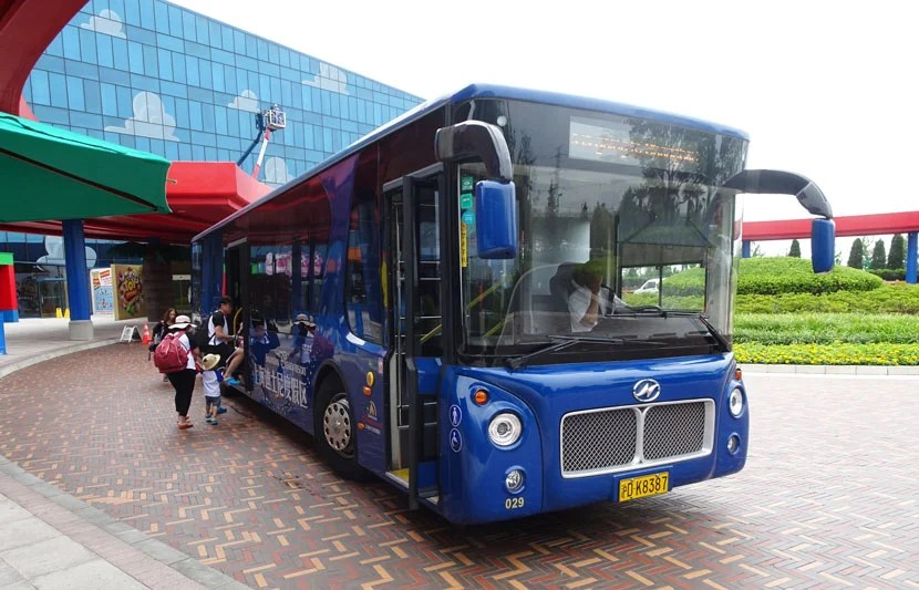 Toy-Story-Hotel-bus2