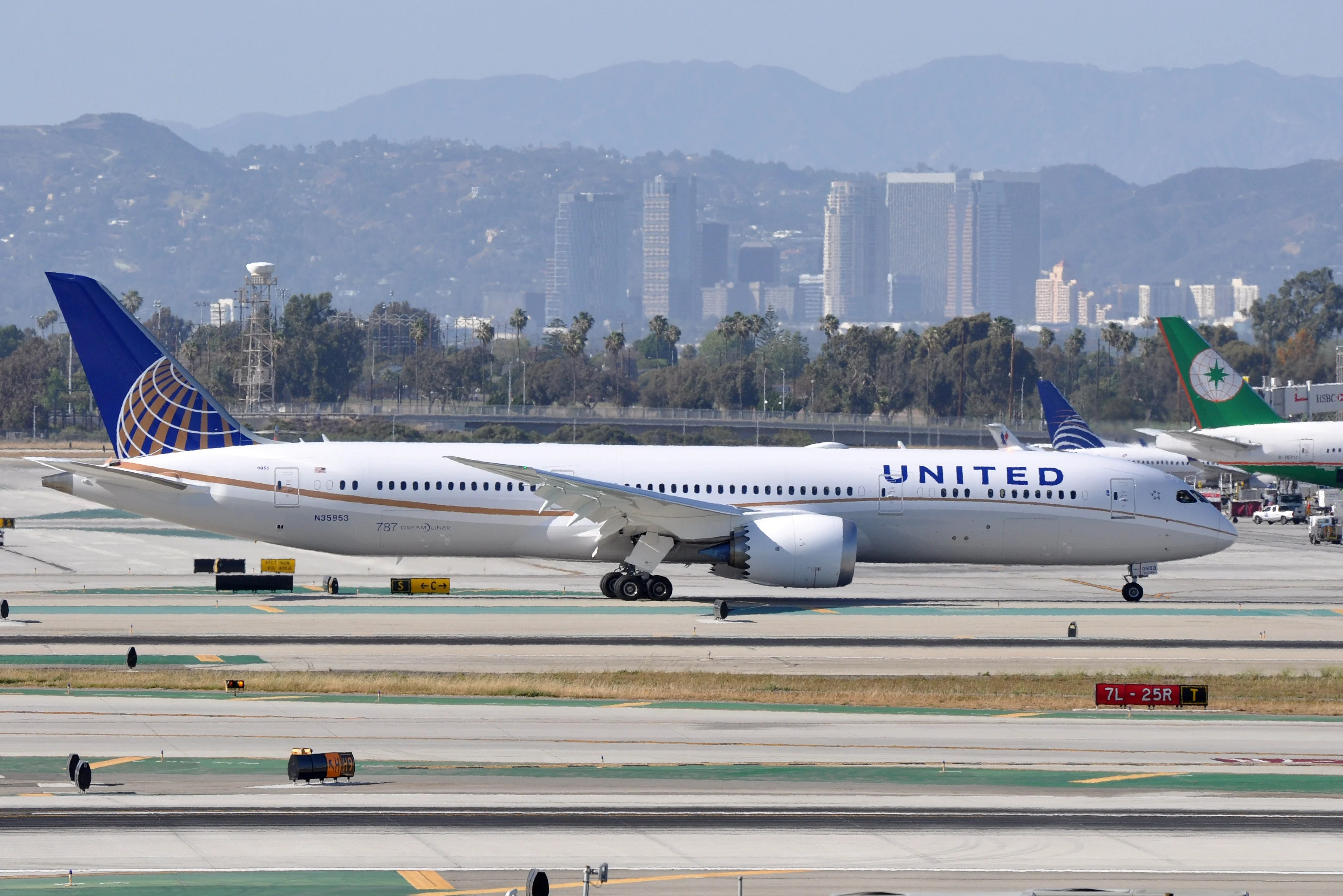 The 5 Longest (and 5 Shortest) United Airlines Flights