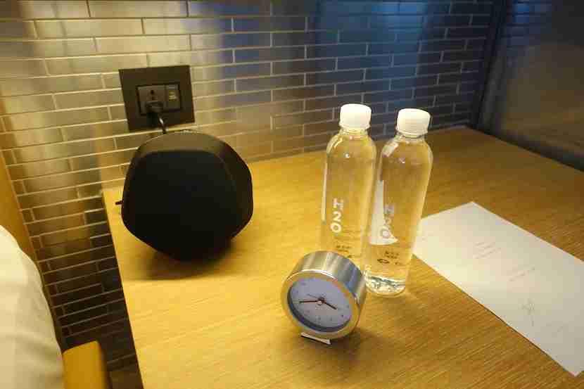 W Shanghai speaker clock water