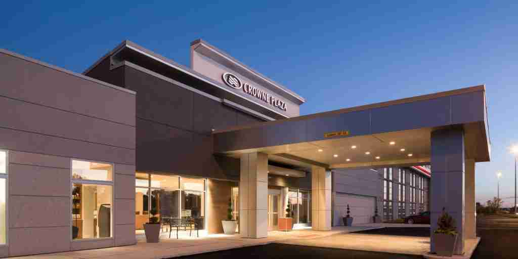crowne-plaza-burr-ridge-5141216535-2x1