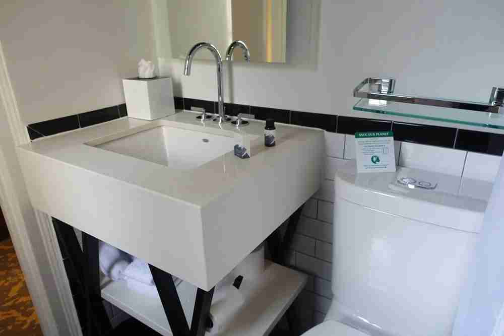 sink and amenities
