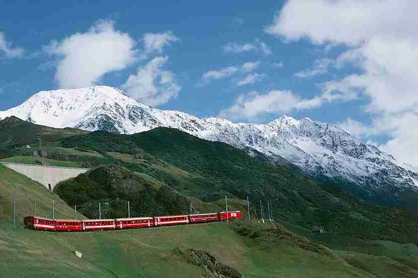 SWITZERLAND - MAY 27: The Glacier Express train of the Rhaetian Railway (UNESCO World Heritage List, 2008), Andermatt, Canton of Uri, Switzerland. (Photo by DeAgostini/Getty Images)
