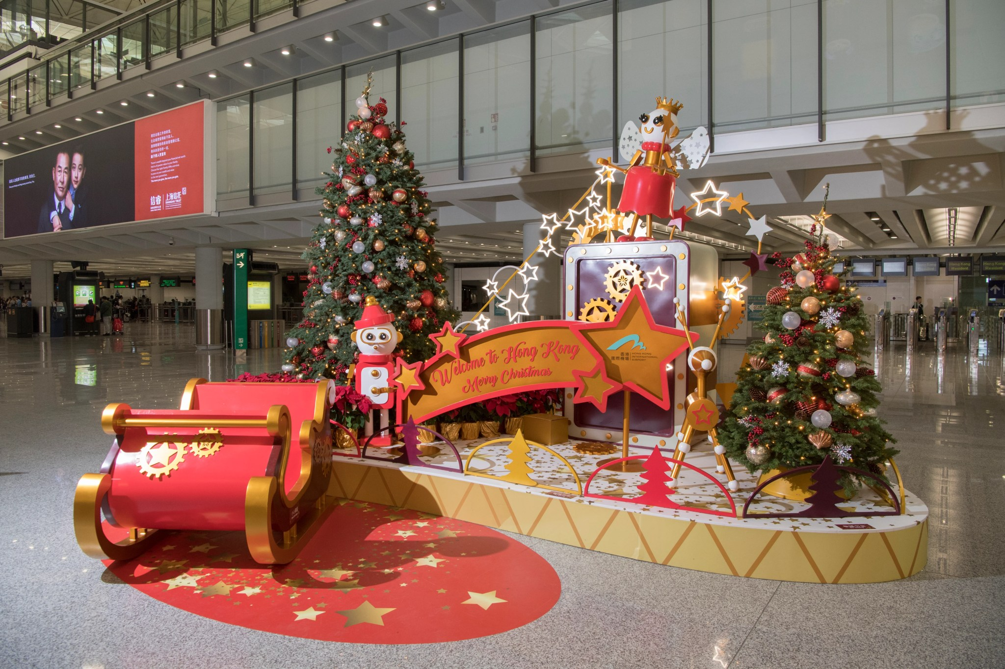 Singing Christmas Tree Orlando.9 Airports That Really Get Into The Holiday Spirit