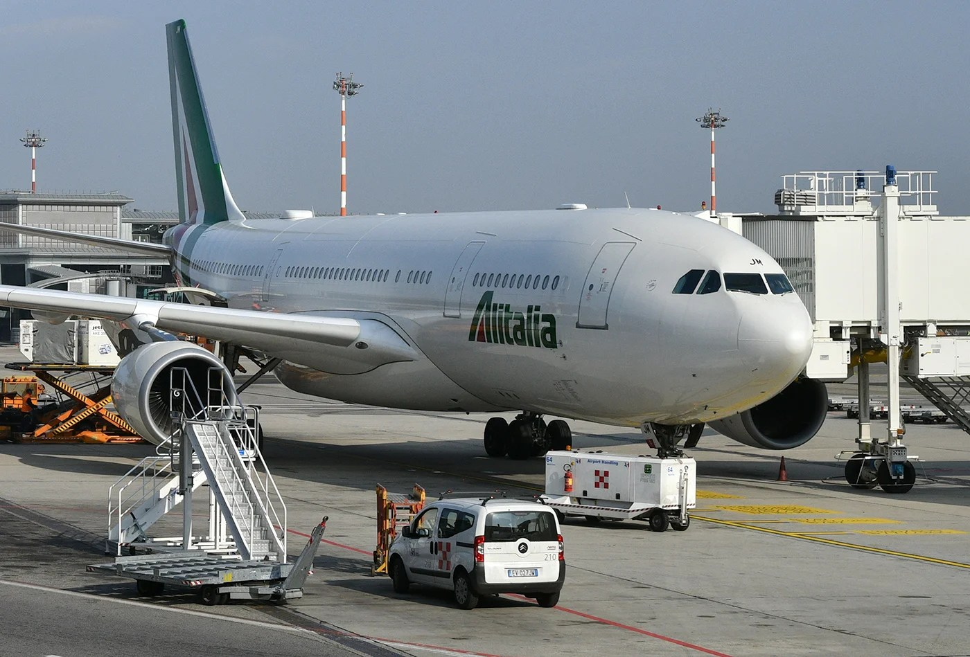 Flight Review: Alitalia (Airbus A330) New York to Milan