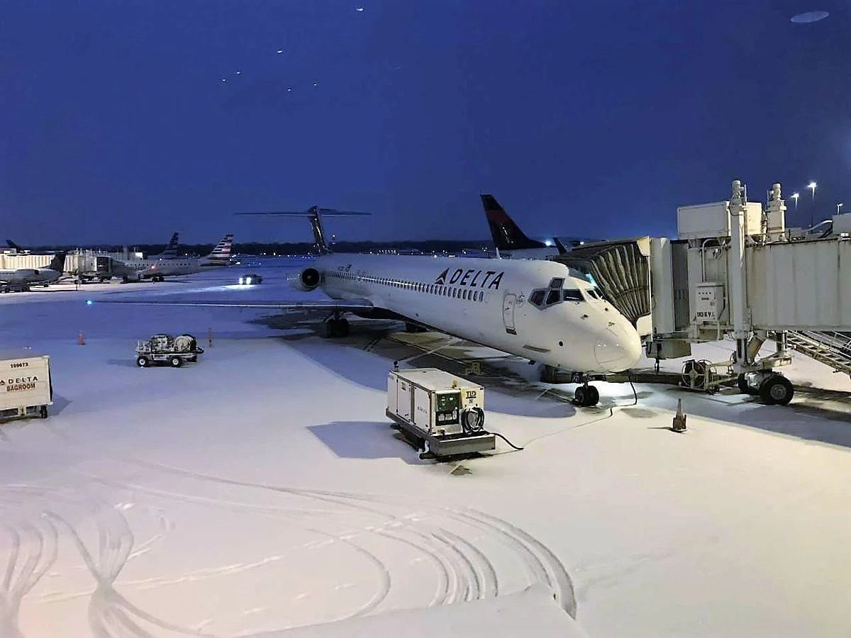Airlines Issue Waivers Ahead of Sunday Storm