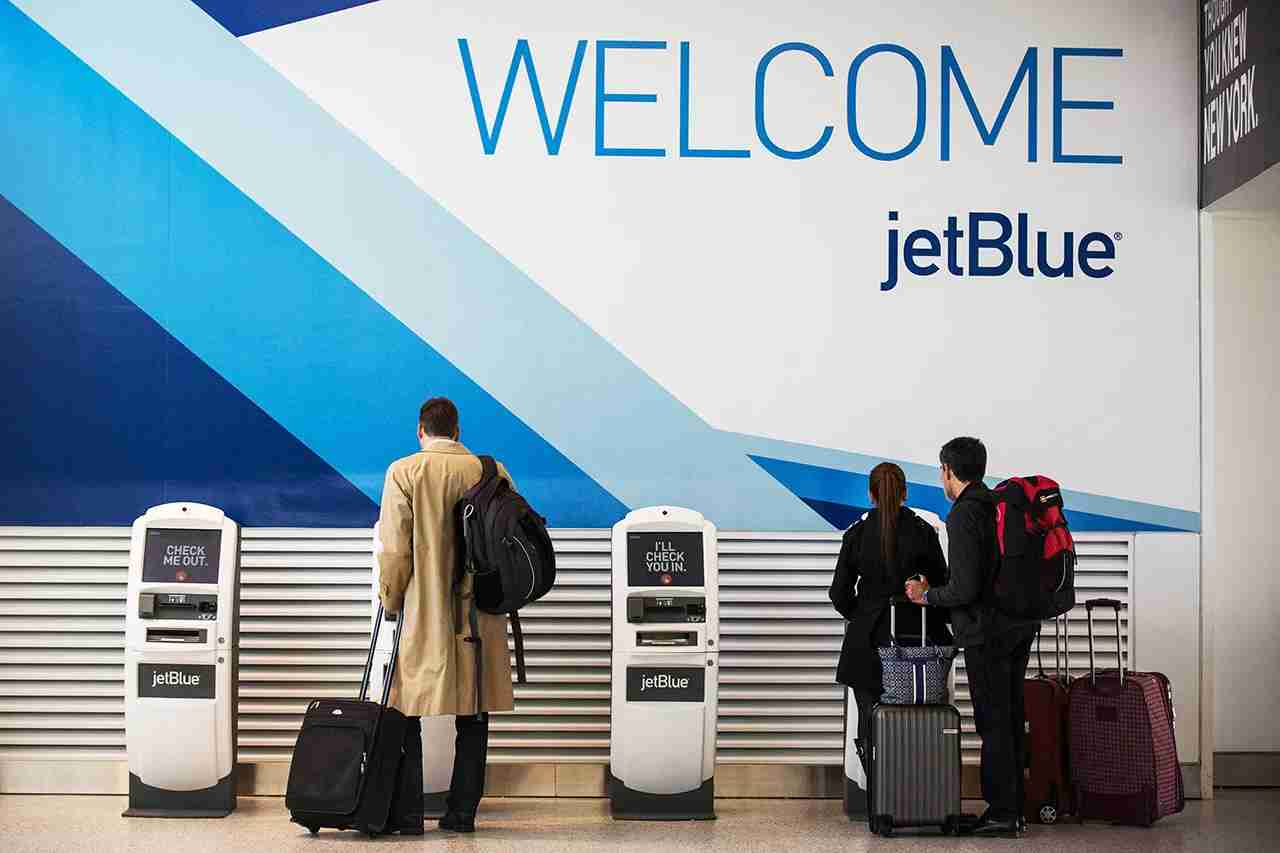 Jetblue Plus offers a complimentary checked bag. (Photo by Andrew Burton/Getty Images)