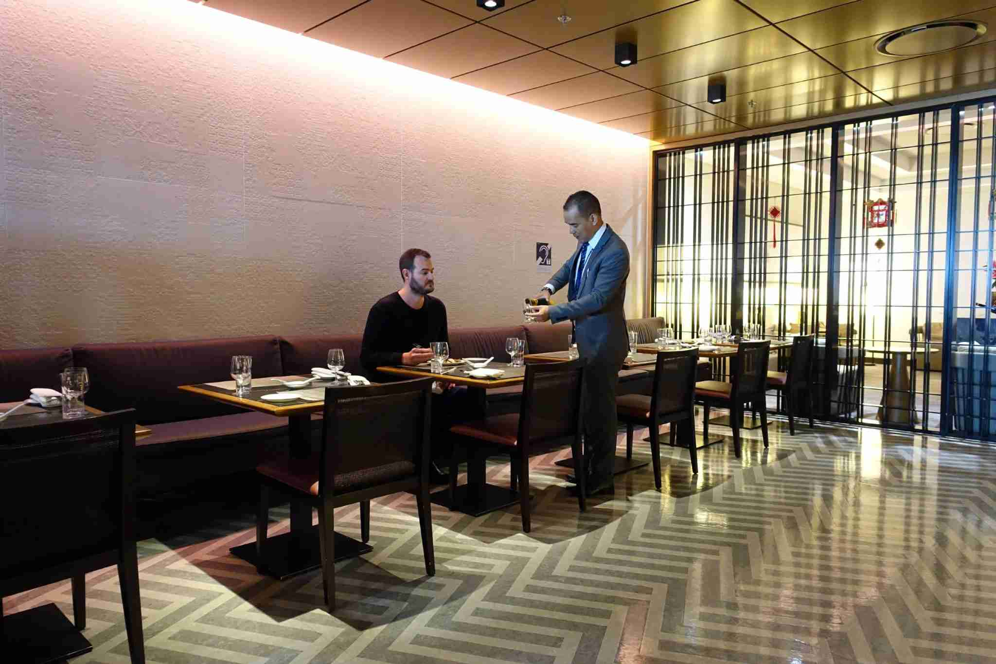 The Points Guy recently enjoyed the renovated Singapore Airlines first class lounge in Singapore (SIN).