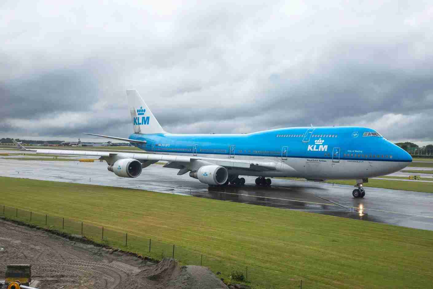 With KLM, you can fly your pet to Europe on a 747 like this one (Photo by Nicolas Economou/NurPhoto via Getty Images)
