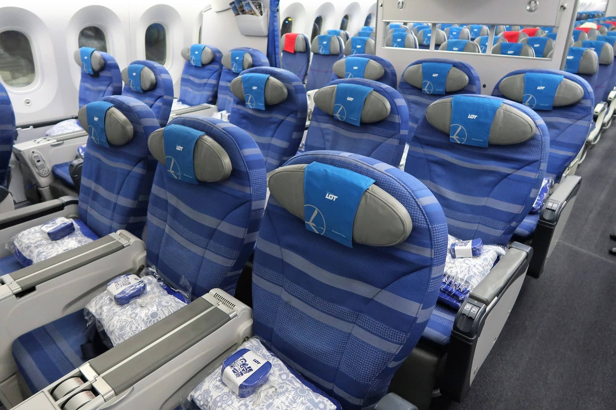 Hot Cabin Cold Service Lot Premium Economy 787 8 From Chicago To Wiring Issues Warsaw